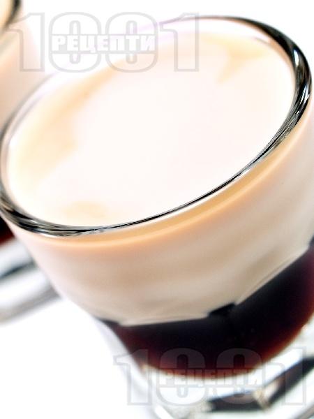 Шотове Сомбреро (Sombrero) с кафеен ликьор калуа и сметана - снимка на рецептата